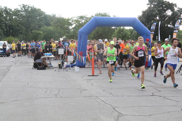 etbi4 - Escape to Belle Isle race draws hundreds of supporters for the Ronald McDonald House of Detroit
